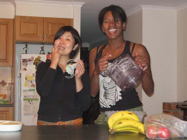 2008 November Asami(Japan) and Lea (Fra)