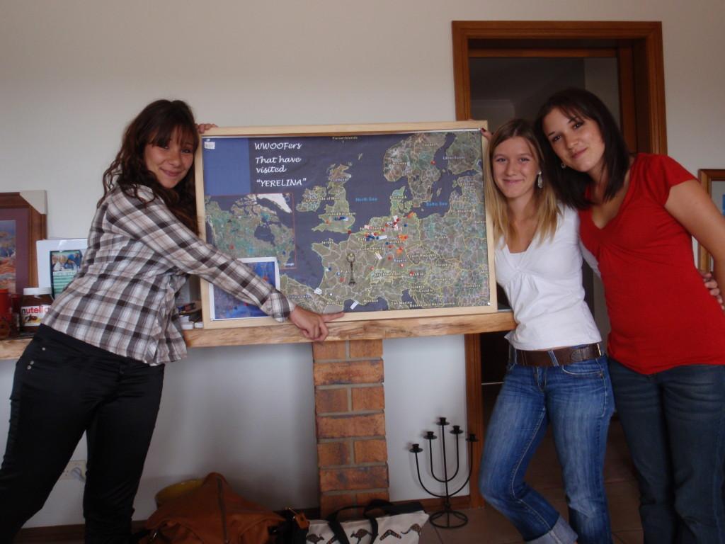 2009 December Florence (Fra), Manon (Fra) and Claire (Fra)