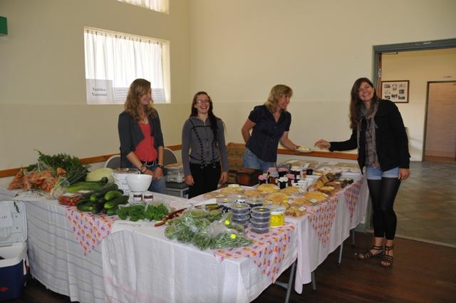 2012 January Jana (Ger), Maelin (Fra), Ruth and Manuela (Ger) selling Yerelina produce at the local Meadows market